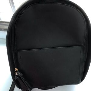 GAP small faux  leather backpack